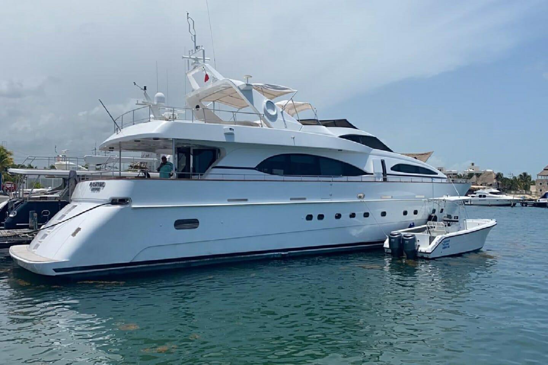 Cabo Yacht Azimut 100